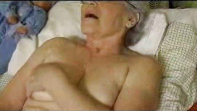Der junge Mann zog sexfilme ältere damen den Schwanz seiner Freundin so überraschend an